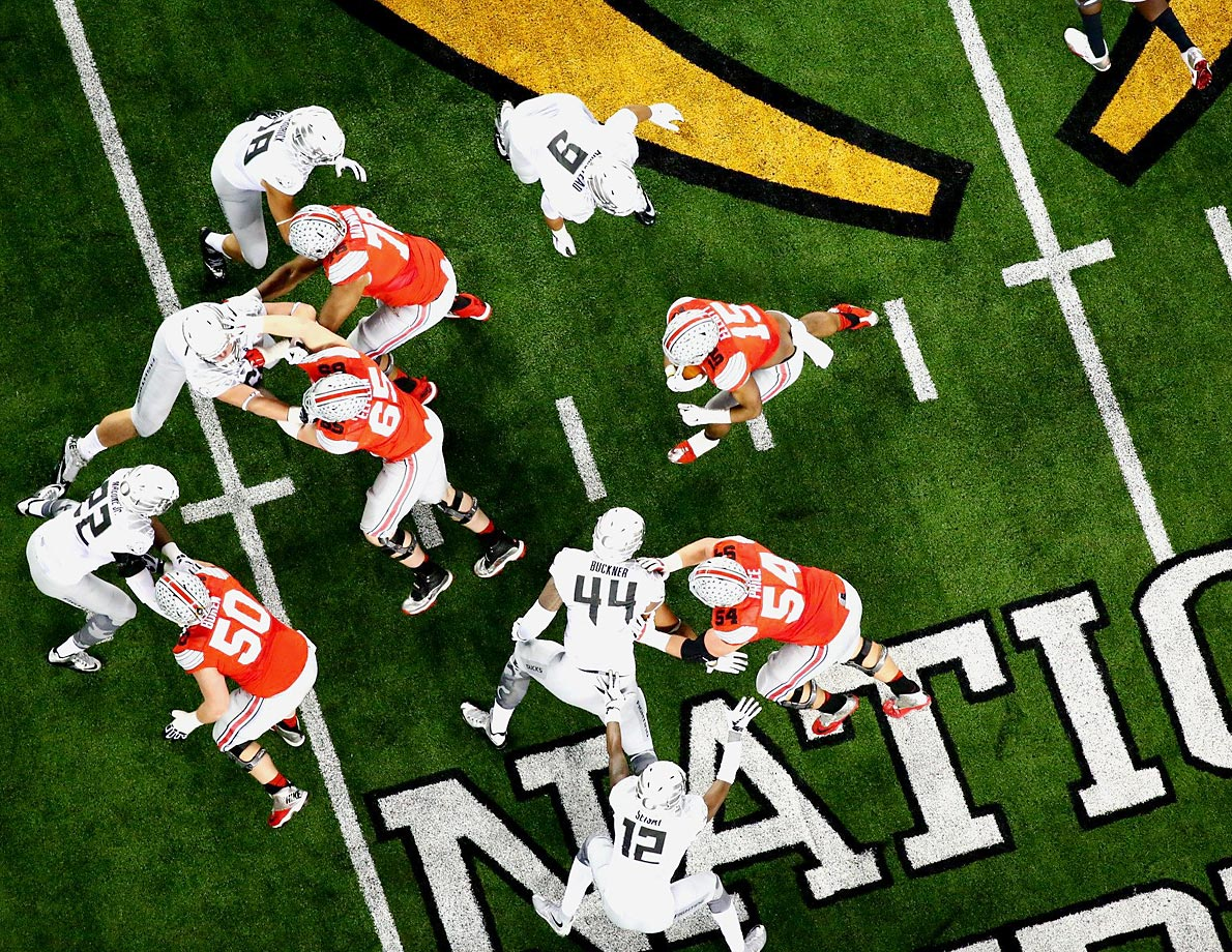 Ohio State running back Ezekiel Elliott takes one of his 36 carries against Oregon in the national championship game.