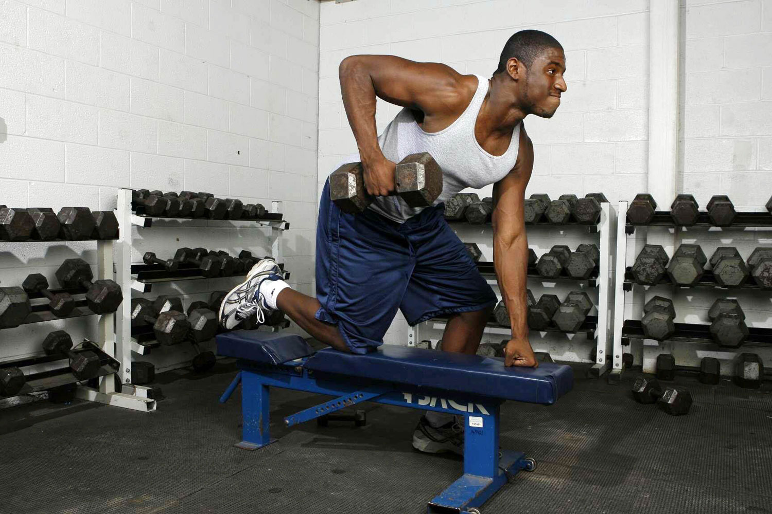 Western Branch quarterback Kevin Newsome lifting weights during a workout in the gym of Western Branch HS in Chesapeake, VA.