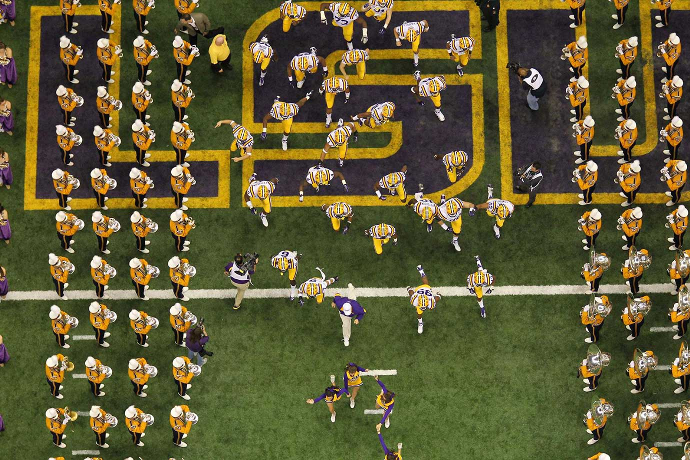 LSU takes the field ahead of the 2012 BCS national championship game against Alabama.