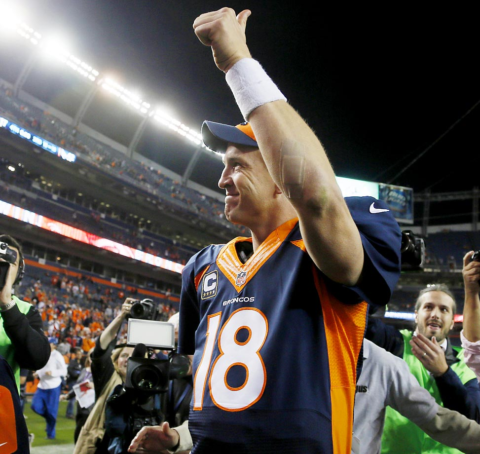 Peyton Manning leaves the field after throwing his 509th career touchdown to break the all-time record.