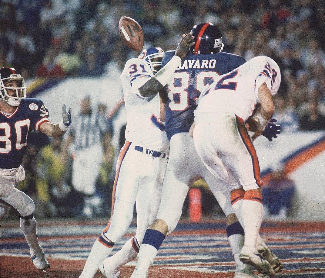 1986: Phil McConkey catches ricochet six-yard pass off Mark Bavaro for TD in the Super Bowl vs. Denver.