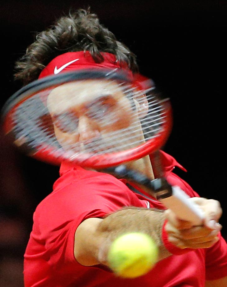 Roger Federer returns the ball to Richard Gasquet in the Davis Cup final.