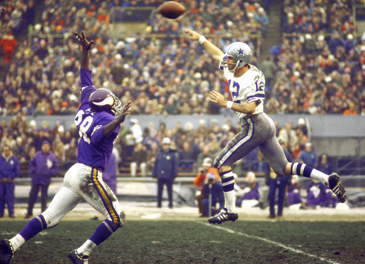 Roger Staubach throws a jump pass against Minnesota in an October 1970 matchup.