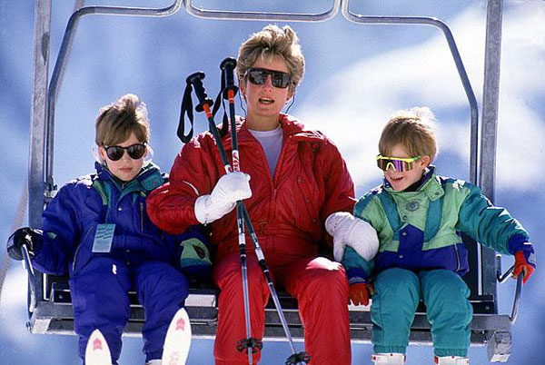 Prince William, Princess Diana and Prince Harry :: Getty Images