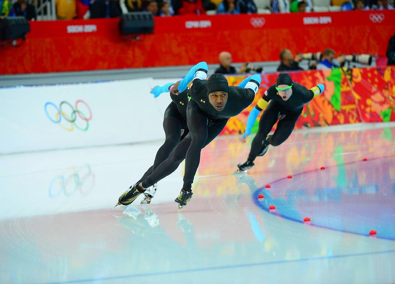 Shani Davis and his teammates lost in the team pursuit, relegating the U.S. to Saturday's ''D'' final, which will decide the last two positions in the eight-team field.