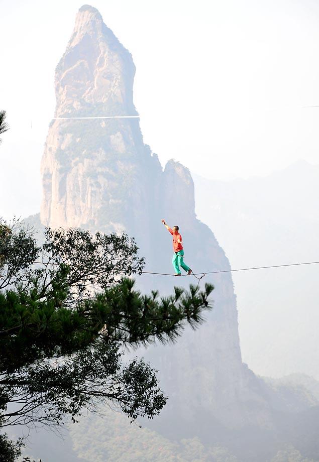 China's first worldwide high altitude slackline challenge.