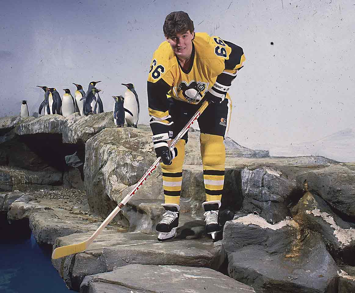 After the towering Super Mario posted a mindblowing 133 goals and 149 assists in his final junior season, it was easy to believe the Penguins tanked to secure the first pick in the '84 draft. (There was no lottery at the time.) Lemieux scored on his first NHL shift and took the Calder with his 43-57-100 rookie season.
