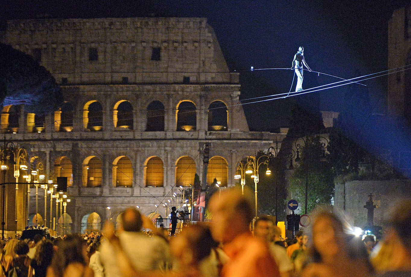Andrea Loreni performs in Rome with the Coliseum in the background. As part of an all-night street party, Loreni's skywalk was part of numerous artistic shows, concerts and film projections.
