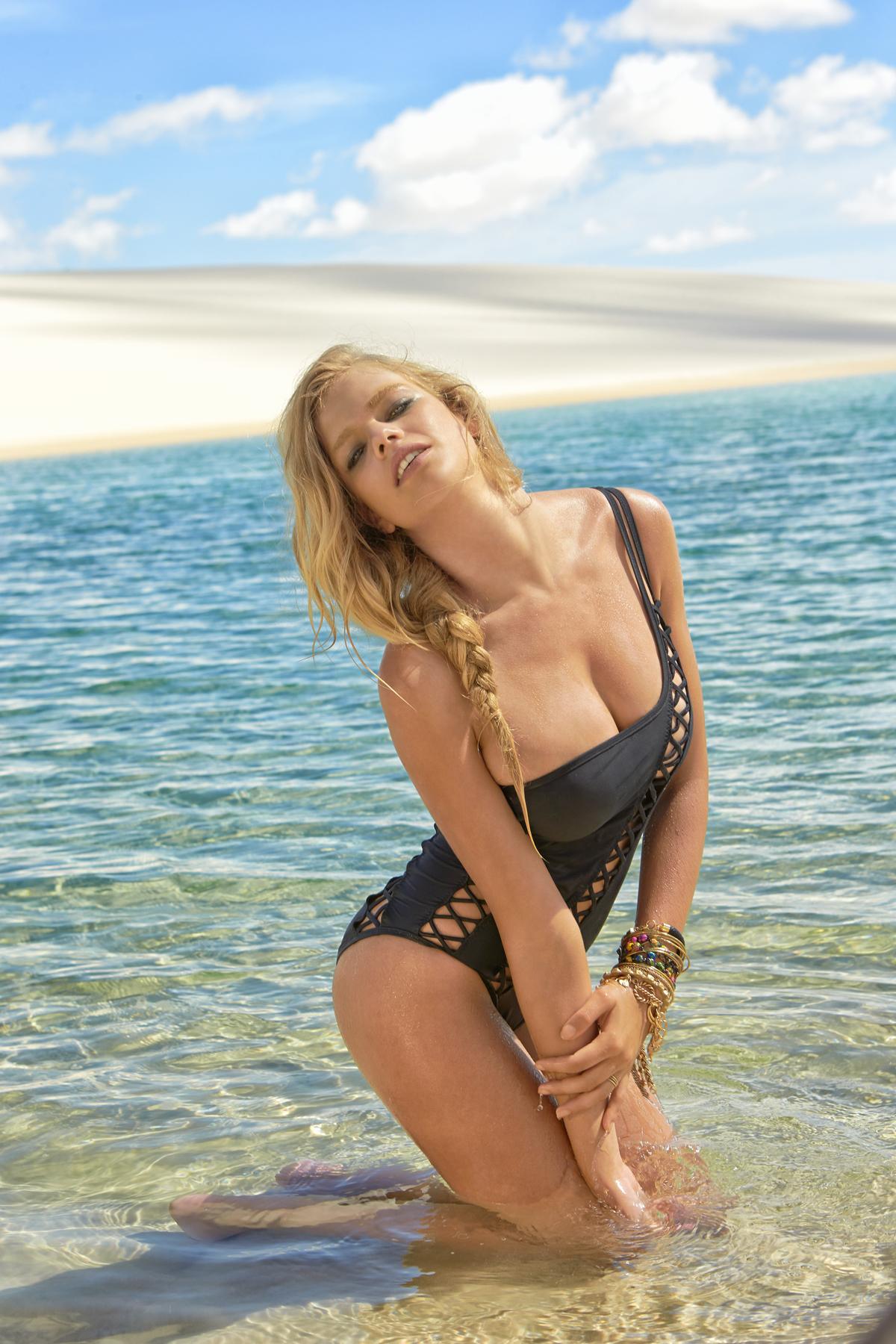 Valerie van der Graaf in Brazil, SI Swimsuit 2014