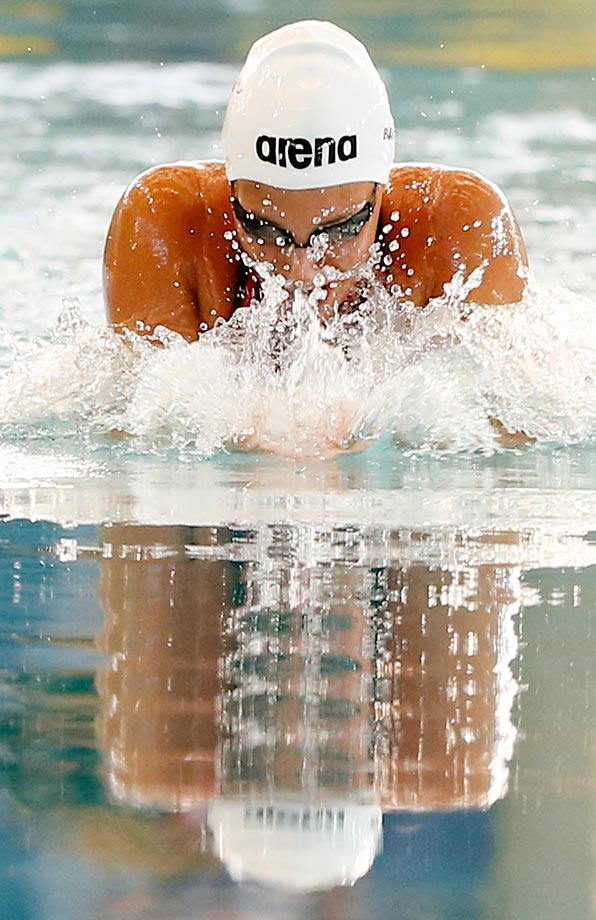 Virginia Bardach of Argentina competes in the 100m breaststroke at the Argentina National Swimming Championship.