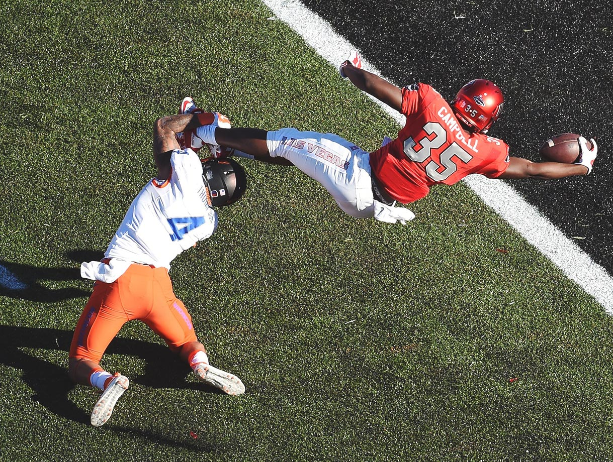 Xzaviar Campbell of UNLV stretches for a touchdown while being tackled by Darian Thompson of Boise State.