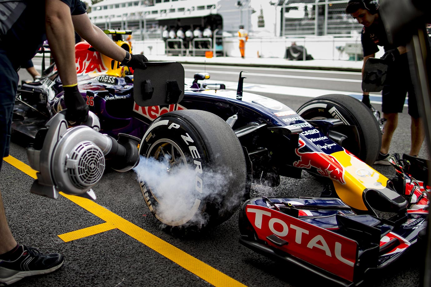Are they trying to cool the tires during the 2015 Formula One World Championship in Mexico?