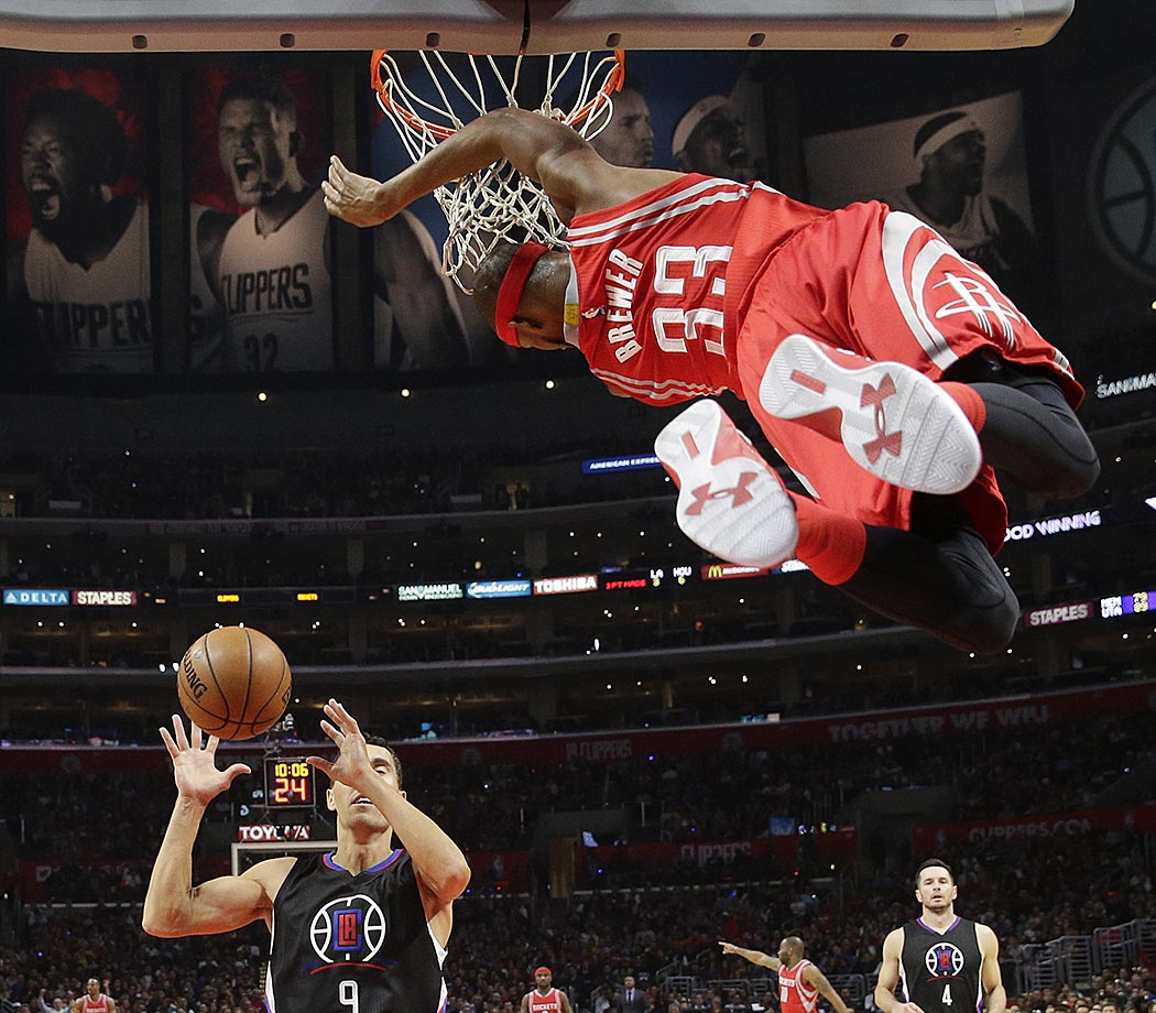 Corey Brewer of the Houston Rockets makes a dunk against the Los Angeles Clippers.