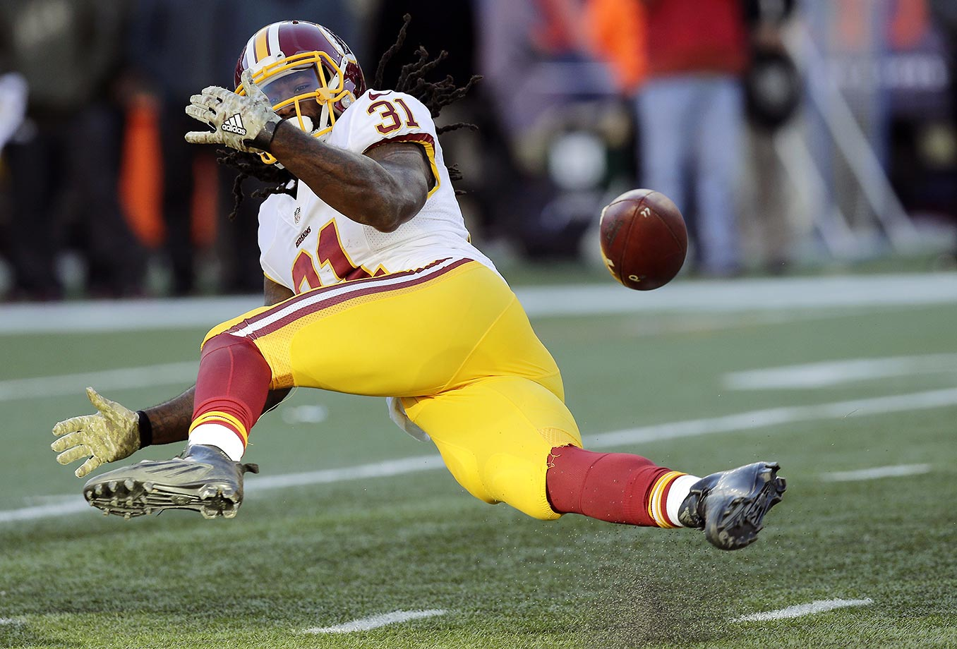 Matt Jones of the Washington Redskins was unable to catch this pass against the New England Patriots.