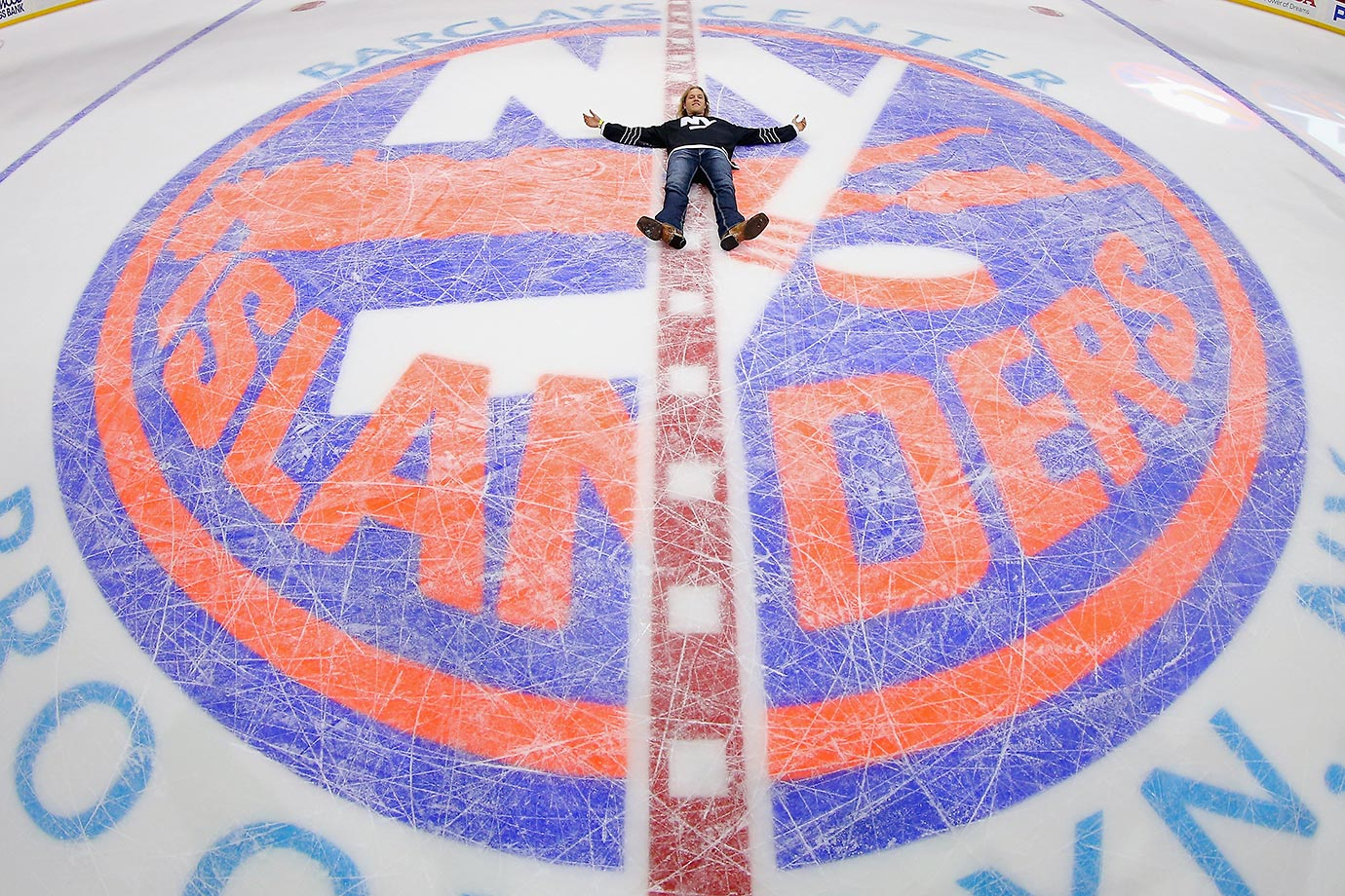 Noah Syndergaard of the New York Mets shows us what he's up to this off-season.