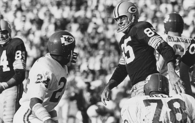"Packers WR Max McGee (85) puts Chiefs CB Fred ""The Hammer"" Williamson (24) in his place."