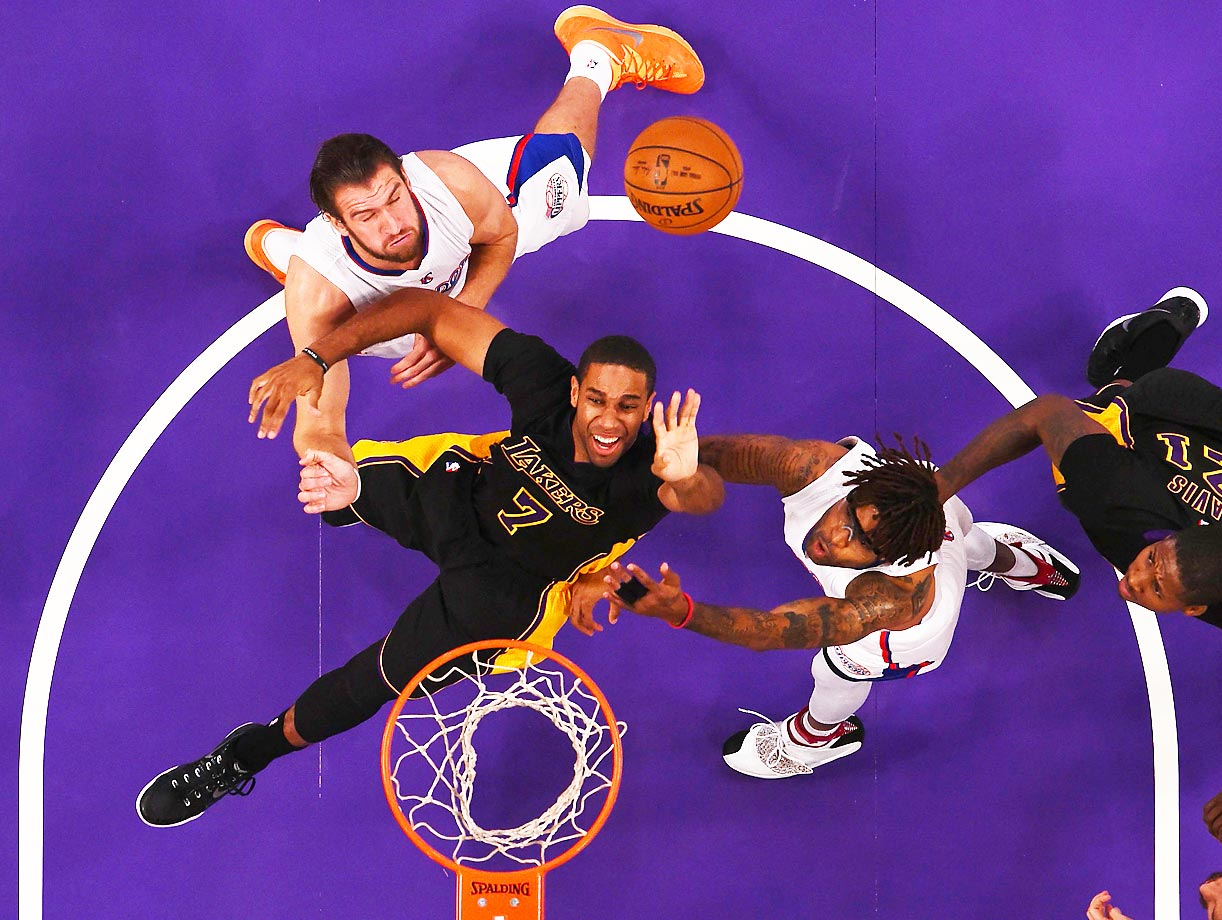 Lakers swingman Xavier Henry (7) attempts a shot in the paint against the Clippers, who won 118-111.