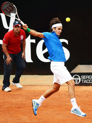 Roger Federer opened his Italian Open campaign strong with a 6-3, 6-4 win over Carlos Berlocq.