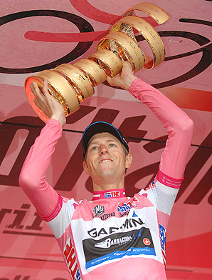 Canada's Ryder Hesjedal overtook the leader Joaquin Rodriguez in the final stage to win cycling's Giro d'Italia.