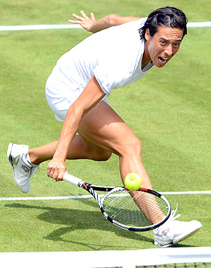 After a tough first set, Francesca Schiavone recomposed herself and came storming back to beat Laura Robson in the first round at Wimbledon.