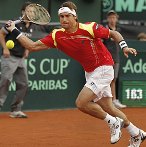 David Ferrer helped Spain stretch its record home winning streak in Davis Cup play to 24 straight.