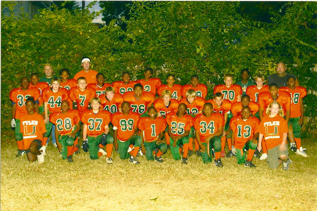 Manziel poses with his 6th grade football team, the Tyler (Texas) Hurricanes.