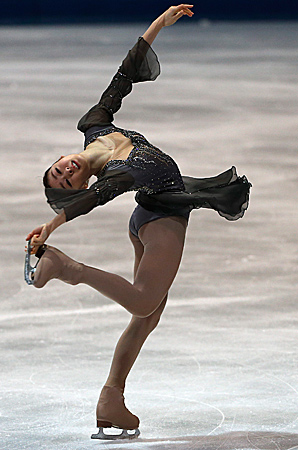 Kim Yu-na finished with 201.61 points, including the 72.27 she was awarded for the season's best short program on Saturday.
