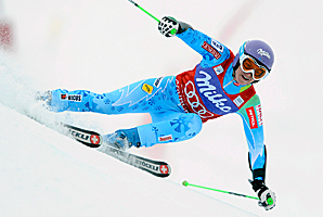 Tina Maze won her fourth straight GS race on Sunday to extend her overall World Cup lead.
