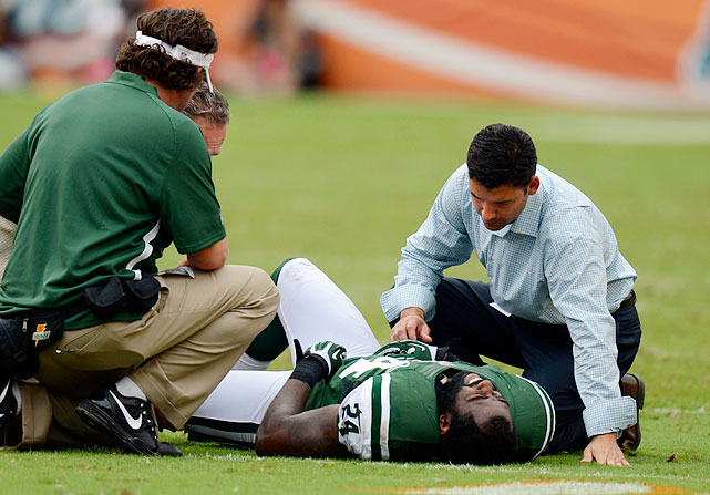 Darrelle Revis leaves the game against the Dolphins with an undisclosed knee injury. An MRI taken the following day revealed Revis suffered a torn anterior cruciate ligament and would be out for the remainder of the season.