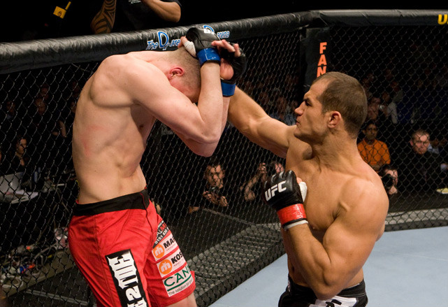 The Dos Santos buzz continued to build when he needed just 54 seconds to knock out Stefan Struve at UFC 95 on Feb. 21, 2009.