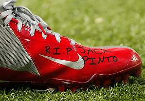 Victor Cruz paid tribute to Jack Pinto two days after the Sandy Hook tragedy.