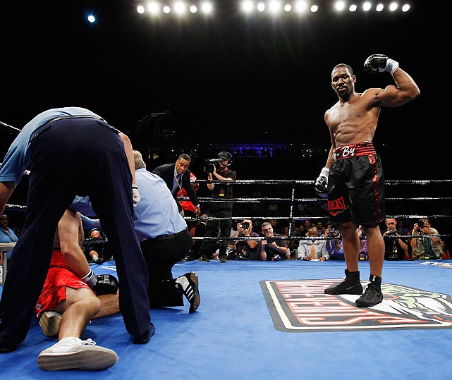 The Philadelphia native had a busy 2012 and even took a fight on five days' notice (his 10-round victory over the previously undefeated Maurice Byarm). He would go on to win four other fights in 2012, winning once more by unanimous decision and the three other times by knockout. After his Dec. 9 victory over Bowie Topou (who he knocked out in five rounds), Jennings is now 16-0 and holds the title as the USBA Heavyweight Champion.