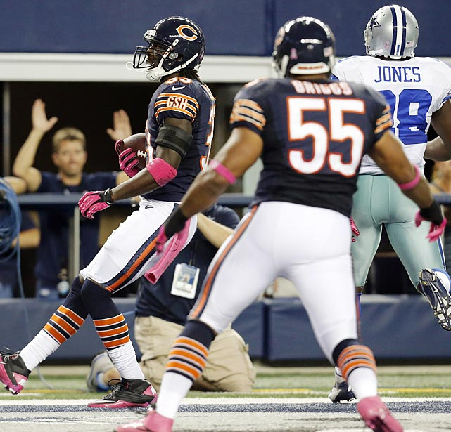Charles Tillman and Lance Briggs both returned an interception for a touchdown in consecutive games, becoming the first teammates in NFL history to accomplish that feat.