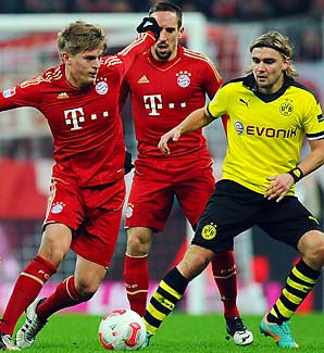 Toni Kroos (left) and Bayern Munich hope to end Dortmund's reign this year.