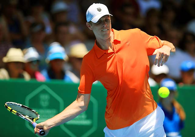 Fourth seed Sam Querrey beat Belgian wild card Olivier Rochus 7-5, 6-3.