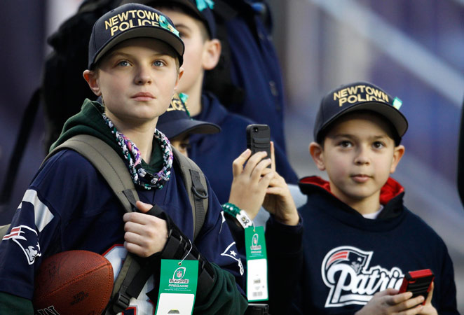 The Patriots honored members of Newtown, Conn. police department before Sunday's game.