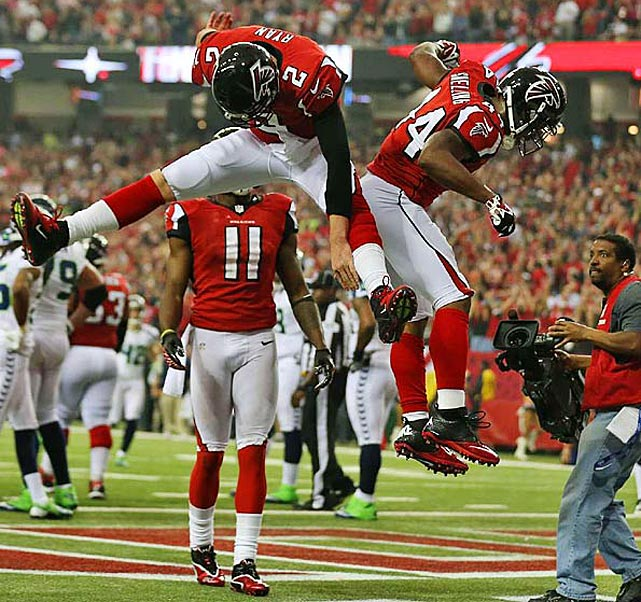 Matt Ryan and Jason Snelling celebrate a third-quarter touchdown.