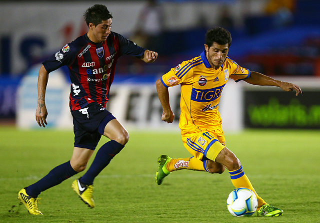 Damian Alvarez (right) scored in the 11th minute to help Tigres get past Atlante on Sunday.