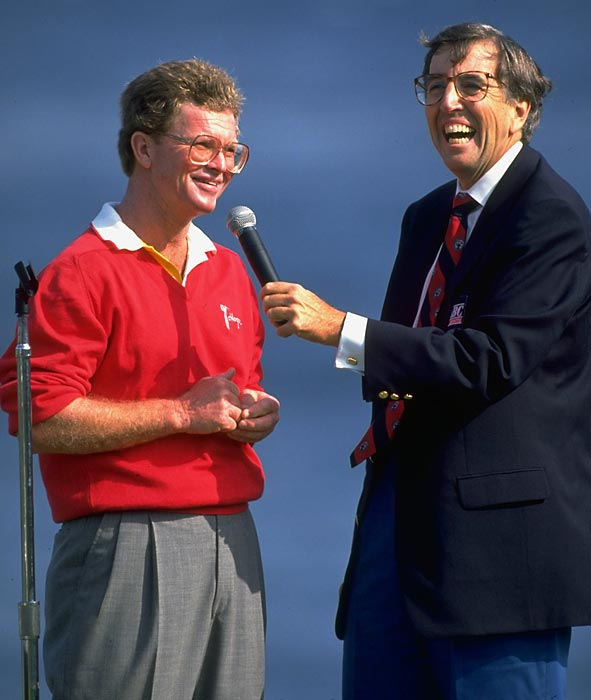 Brent Musburger laughs with golfer Tom Kite during an interview at the 1992 US Open.