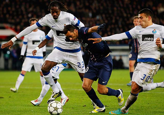 Nene (center) battles for the ball with two FC Porto players in a December Champions League match.