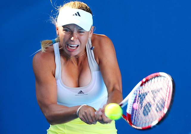 No. 10 Caroline Wozniacki took out Lesia Tsurenko 6-4, 6-3 to set up a fourth-round date with Svetlana Kuznetsova.