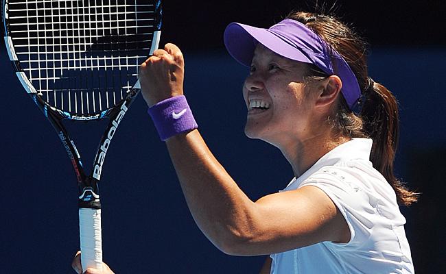 Li Na will play defending champ Victoria Azarenka in Saturday's Australian Open final.