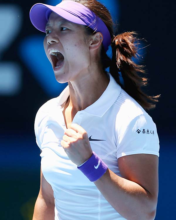No. 6 Li Na beat No. 2 Maria Sharapova 6-2, 6-2 to make Saturday's final.