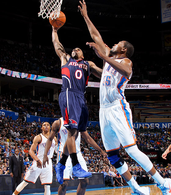 Hawks guard Jeff Teague gets full extension on this posterizing dunk on Kevin Durant.