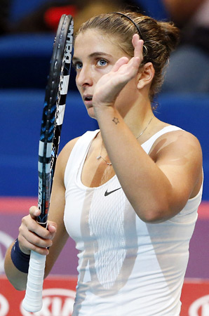 Top-seeded Sara Errani needed more than three hours to beat unseeded Carla Suarez Navarro.