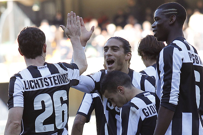 Stephan Lichtsteiner and teammates celebrate Lichtsteiner's goal that would eventually prove to be the game-winner.