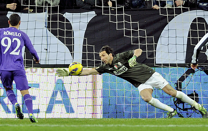 Gianluigi Buffon's sprawling save helped keep Fiorentina off the scoreboard on Saturday in Serie A.