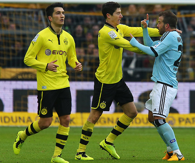 Robert Lewandowski (center) will sit three games after being red carded on Saturday.