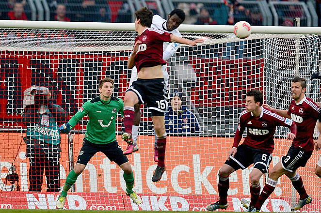 Timm Klose (15) scored on this header to give Nuremberg an early boost against Hannover.