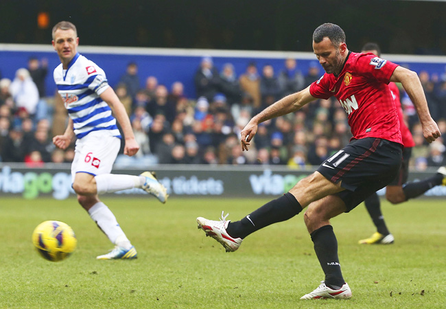 Manchester United's Ryan Giggs scored a late goal against last-place Queens Park Rangers.